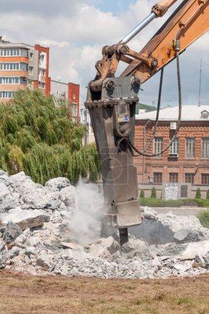 machine to crush concrete in the city street