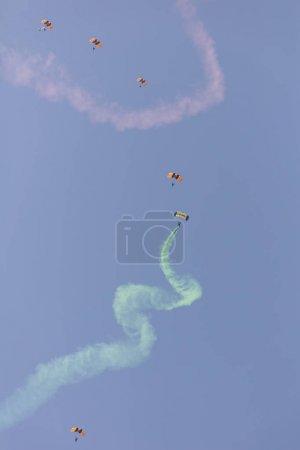 parachute acrobatics in the sky