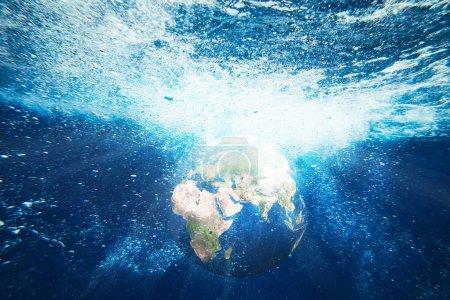 Photo pour Terre planète vue sous-marine. Image conceptuelle abstraite. Éléments de cette image fournis par la NASA - image libre de droit