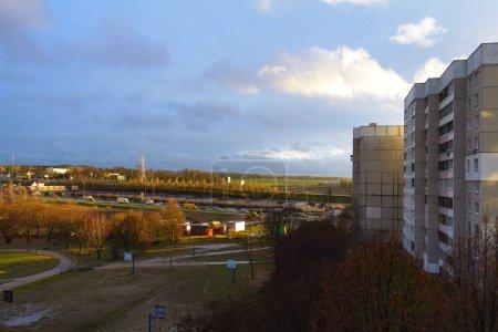 Photo pour La zone de sommeil dans la ville, robin, périphérique, la ville de Minsk, Biélorussie, Octobre, automne , - image libre de droit