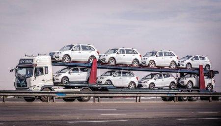 Автомобиль с прицепом в Иране