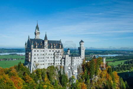Photo pour Vue du célèbre château de Neuschwanstein en Bavière, Allemagne - image libre de droit