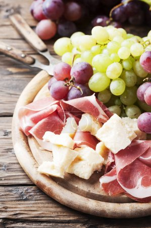 Antipasto with grapes, cheese and ham