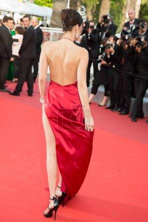 Photo pour Cannes, France - 18 mai: Bella Hadid assiste à la première de «The Unkown Girl (La Fille Inconnue)» au cours de la 69e annuel Festival de Cannes au Palais des Festivals sur 18 mai 2016 à Cannes - image libre de droit