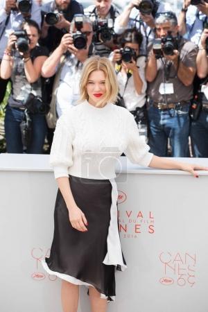 Photo pour Cannes (France) - 19 mai: Lea Seydoux assiste le photocall «C'est seulement The End Of The World (Juste La Fin Du Monde)» au cours de la 69e annuel Festival de Cannes au Palais des Festivals sur 19 mai 2016 à Cannes - image libre de droit