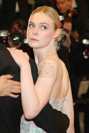 Elle Fanning attends the 'The Neon Demon' Premiere