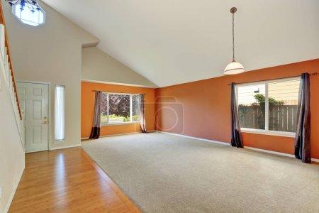 leeres Interieur eines neuen netten, sauberen Hauses