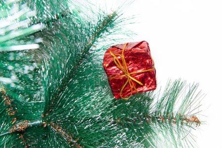 Photo pour Cadeaux de Noël isolés sur fond blanc. Nouvel an et Noël. Jour férié. Cadeaux emballés. Contexte isolé - image libre de droit