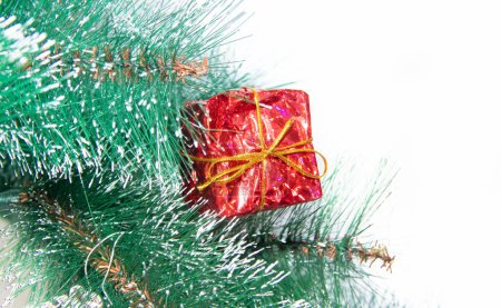 Photo pour Christmas gifts isolated on white background . New year and Christmas. Holiday. Packaged gifts. Isolated background - image libre de droit