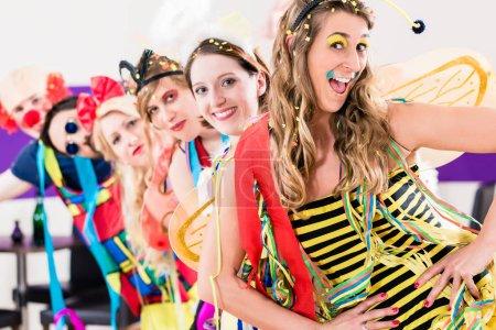 Photo pour Fêtes célébrant le carnaval ou le Nouvel An - image libre de droit