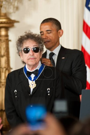 Singer Bob Dylan and President