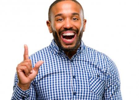 Photo pour Afro-américain avec barbe pointant à l'extérieur côté avec doigt isolé sur fond blanc - image libre de droit