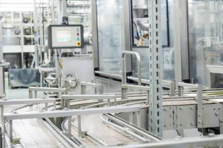 Photo pour Machine de convoyeur de production alimentaire - image libre de droit