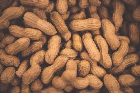 Photo pour Arachides fond, savoureux noix à haute teneur en calories, noix de singe en bref, papier peint d'arachides abstraites - image libre de droit