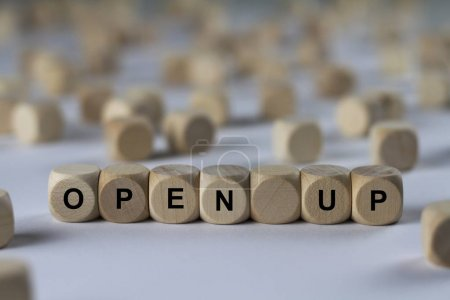 Photo pour Ouvrir cube avec des lettres, de signer avec cubes en bois - image libre de droit