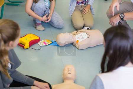 First aid resuscitation course using AED.
