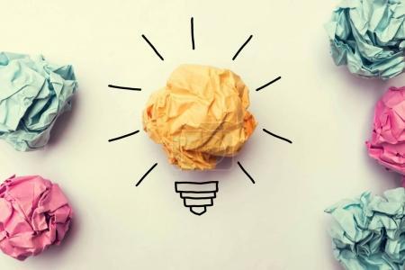 Foto de Idea creativa. Concepto de idea e innovación con bola de papel - Imagen libre de derechos