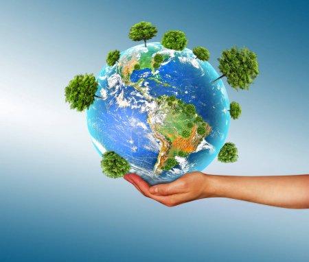 Photo pour Concept écologique de l'environnement avec la culture d'arbres sur le sol dans les mains. Planète Terre. globe physique de la terre. Éléments de cette image fournis par la NASA. Illustration 3D - image libre de droit