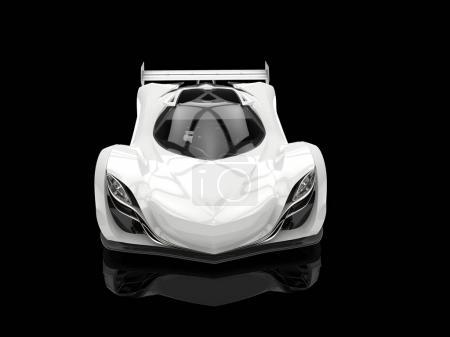 Photo pour Concept de course futuriste blanc propre - photo du showroom noir - vue de face - image libre de droit