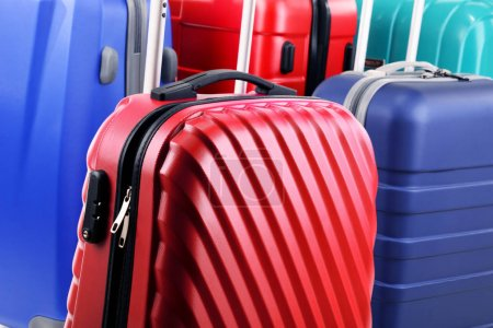 composition avec des valises de voyage coloré