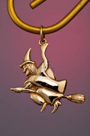 Precious gold pendant