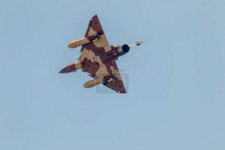 Photo pour Torre Del Mar, Málaga, Espagne - 28 juillet: Avions Mirage 2000 de la Couteau Delta affichage tactique participer à une exposition sur le 2ème salon de Torre del Mar sur 28 juillet 2017, à Torre del Mar, Málaga, Espagne - image libre de droit