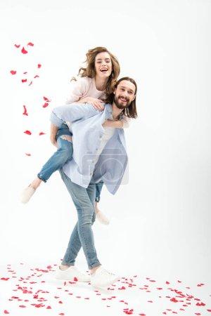 Photo pour Jeune couple heureux amoureux s'amuser isolé sur blanc - image libre de droit