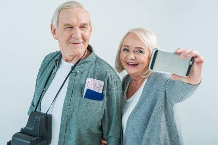 Seniorenpaar macht Selfie
