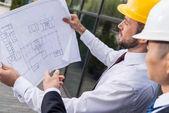 professional architects discussing pjocet