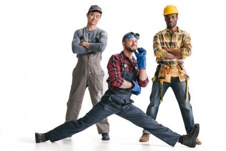 Photo pour Groupe de joyeux travailleurs de la construction multiethnique heureux - image libre de droit