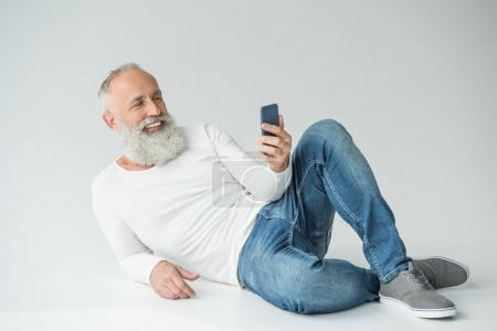 senior man with smartphone