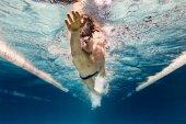 """Постер, картина, фотообои """"Подводный картина молодого пловца в очках, осуществляя в бассейне"""""""