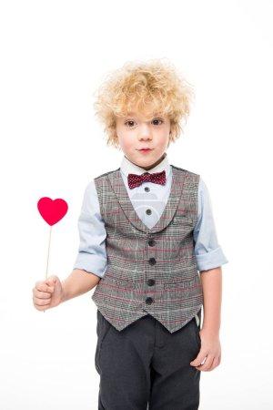 Photo pour Mignon petit garçon tenant coeur de papier rouge sur bâton isolé sur blanc - image libre de droit