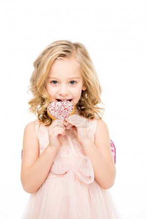 Photo pour Adorable little girl in pink dress holding heart shaped cookie   isolated on white - image libre de droit
