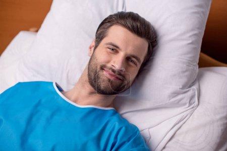 patient masculin à l'hôpital
