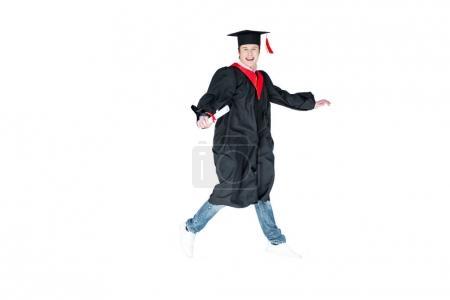 Photo pour Jeune étudiante en cap d'obtention du diplôme avec le diplôme saut isolé sur blanc - image libre de droit