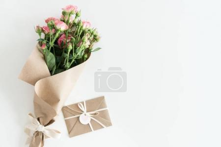pink roses bouquet and envelope