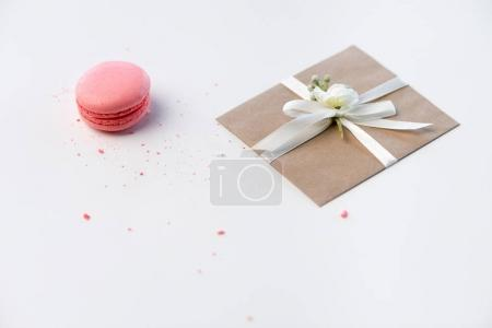 Kraft envelope and macaron