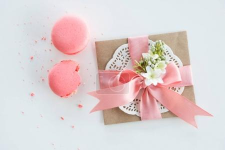 Kraft envelope and macarons