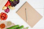 """Постер, картина, фотообои """"Ноутбук и овощи на столе"""""""