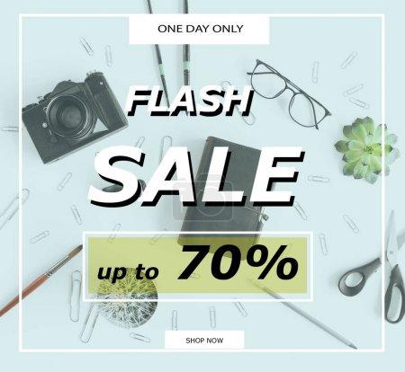 Foto de Flash plantilla de banner de venta con descuento del 70 por ciento y material de oficina - Imagen libre de derechos