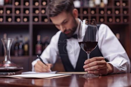 sommelier dégustation de vin