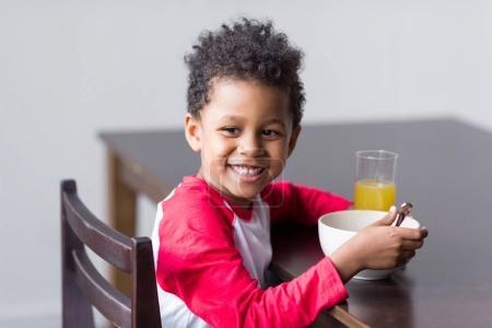 kid eating healthy breakfast