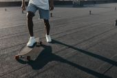 "Постер, картина, фотообои ""человек, езда на скейтборде на крыше"""