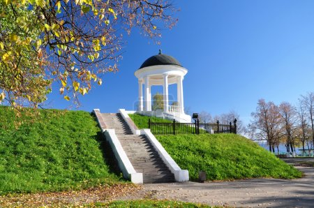 Kostroma. The rotunda on the embankment