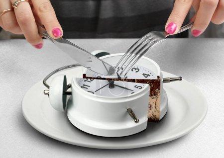 Photo pour Concept de midi, main coupée horloge - image libre de droit
