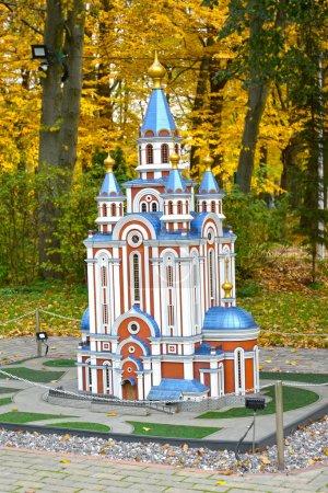 Photo pour KALININGRAD, RUSSIE - 19 OCTOBRE 2019 : Cathédrale de l'Assomption de Grado-Khabarovsk à Khabarovsk. South Park. Histoire en Architecture Parc Miniature - image libre de droit