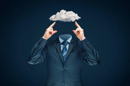 Photo pour Sky est la limite - concept de motivation. La tête est dans le concept des nuages. Homme d'affaires a une vision des affaires et des idées et rêve de succès . - image libre de droit