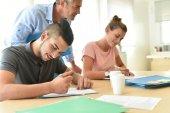 Studenti vyplňování registračních formulářů