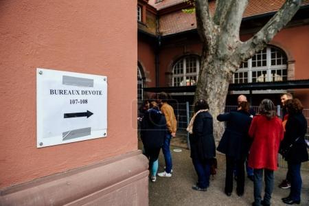 Bureaux de vote voting section France queu
